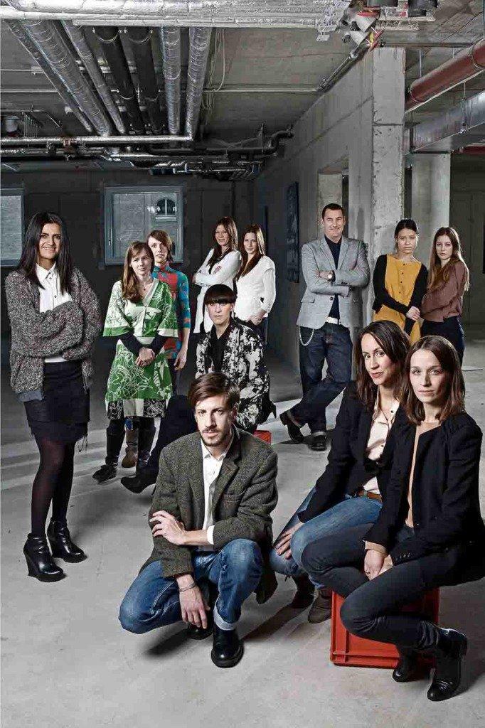Gruppenfoto von einem Dutzend bekannter Berliner Modedesigner im Hotel NHow