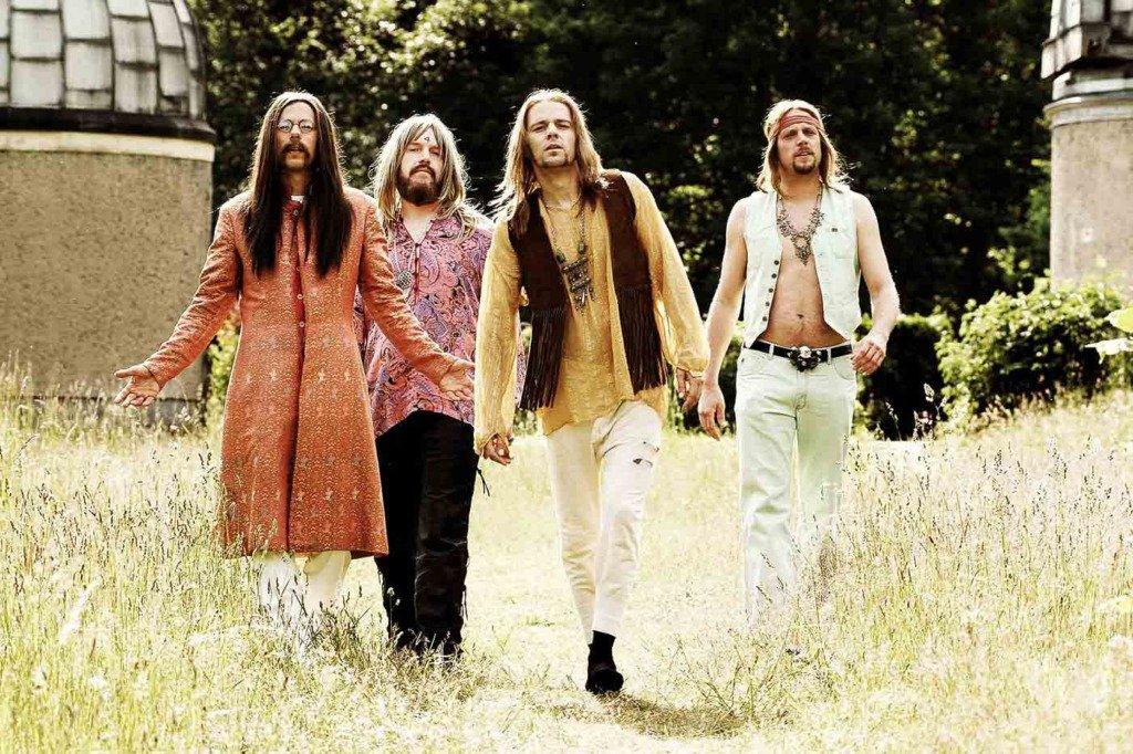 Die Stuttgarter Band Die Fantastischen Vier spielen Hippies für ein Pressefoto der Single Troy