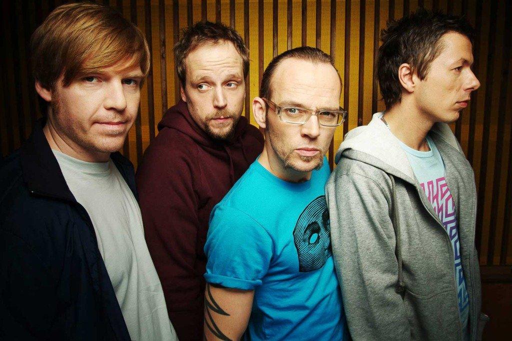Die Stuttgarter Band Die Fantastischen Vier in einem dynamischen Bandfoto in einem Berliner Tonstudio