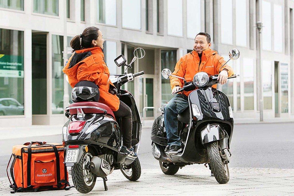 Werbe-Shooting von Foodpanda-Essens-Auslieferern auf Motorrollern