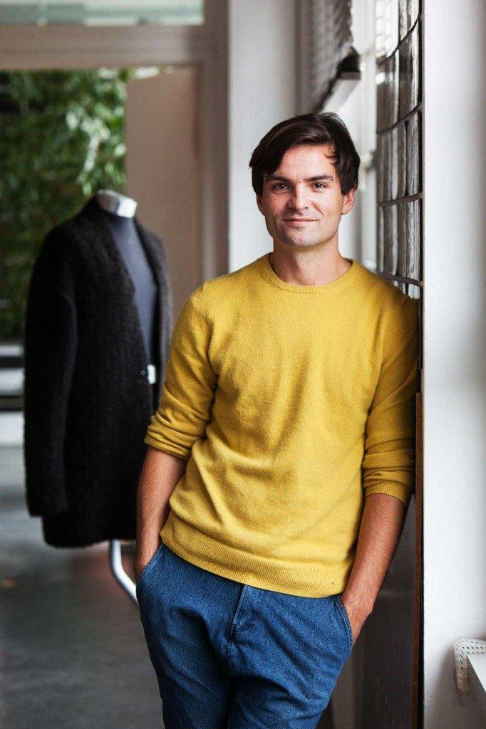 Der Berliner Modedesigner ivan mandzukic wurde von Matti Hillig in seinem Atelier für WWD portraitiert.