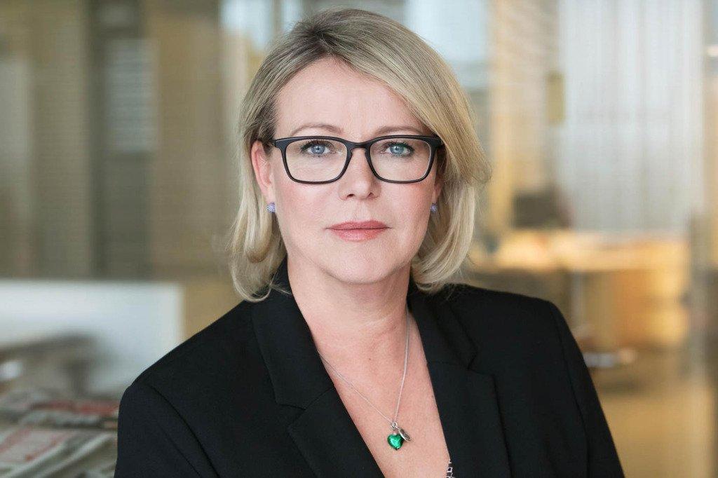 B2B-Portrait von Marion Horn, Chefredakteurin der Bild am Sonntag, in ihrem Redaktionsbüro