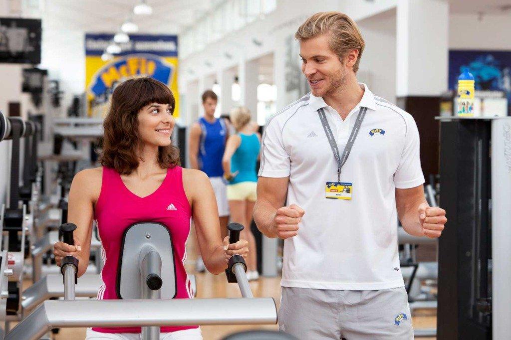 People-Foto mit sportlichen Models in einem Fitnessstudio von McFit in Berlin