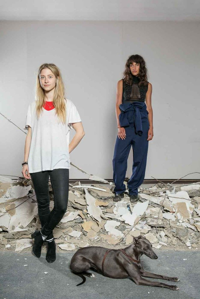 Die Berliner Modedesignerin Nathini Van der Meer zeigt sich und ihre Kollektionsstücke am Model für das Modemagazin WWD