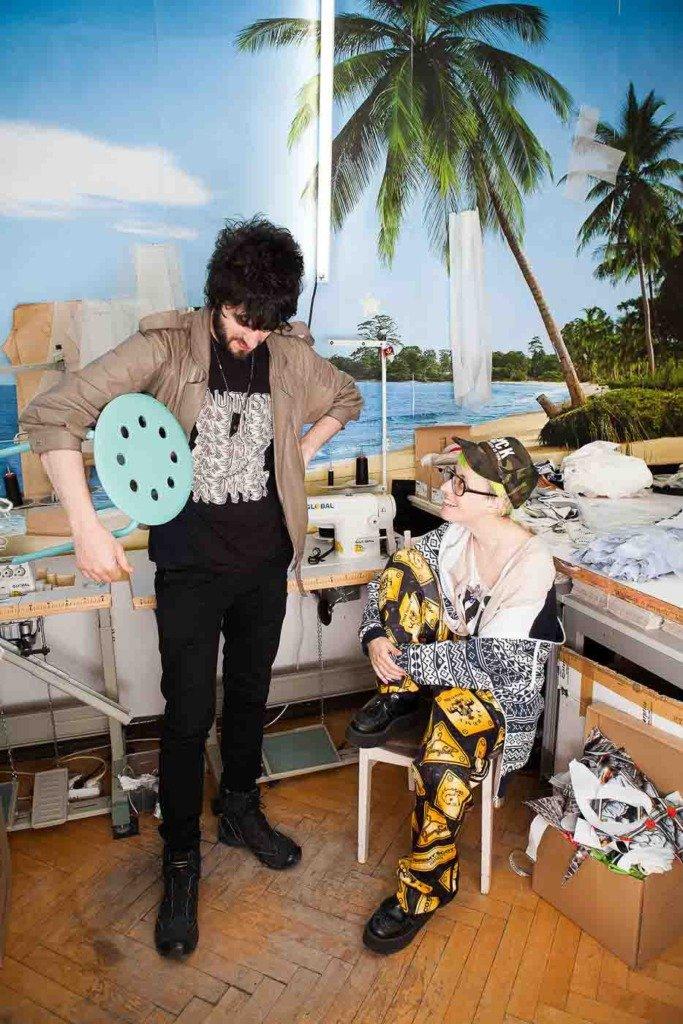 Für einen Atelierreport im amerikanischen Magazin WWD fotografierte Matti Hillig die beiden französischen Modedesigner Tatachristiane in ihrem Atelier in Berlin